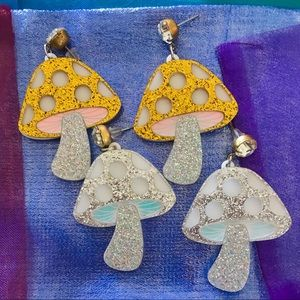 Jewelry - NEW - EARRINGS - Gold/silver Mushrooms